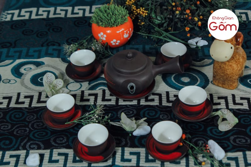 Bộ trà Hồng sa quét đỏ độc đáo