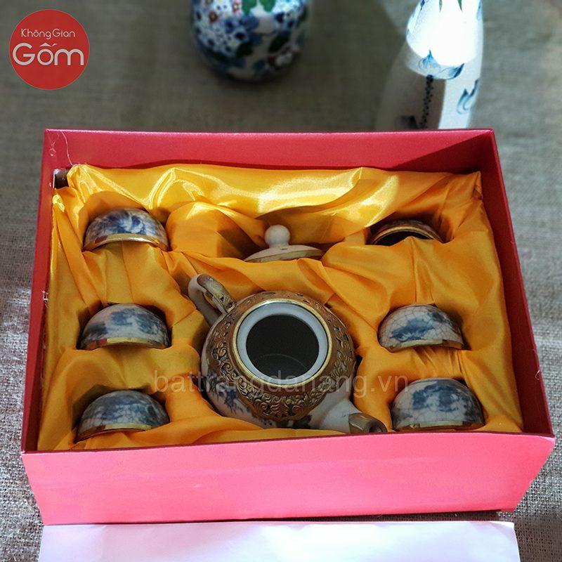 Ấm chén men rạn trong hộp quà