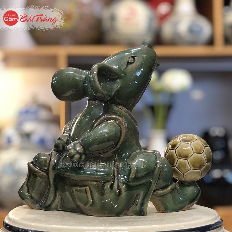 Tượng Chuột linh vật bóng đá